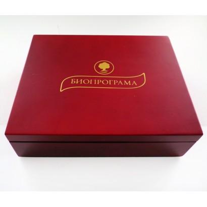Дървена кутия с 6 вида чай (червена).